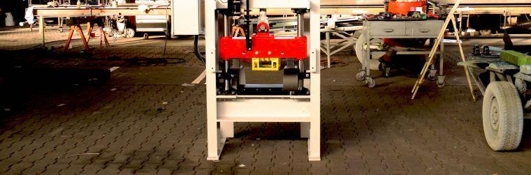 Scherautomat Huber Technik Guillotine Messer Holzindustrie Zerteilung